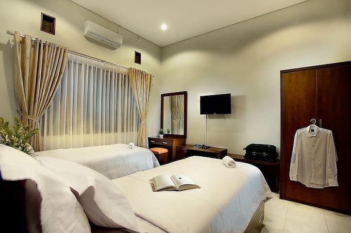 Omah Garuda '15 minutes to airport' - Gondokusuman - Bed & Breakfast