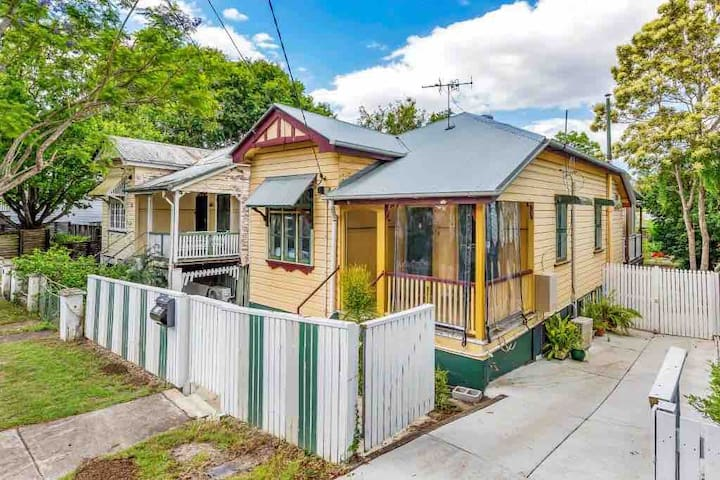 Two bedroom Cottage with large outdoor deck