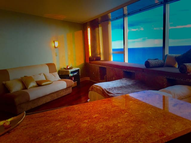 Amazing studio on boardwalk