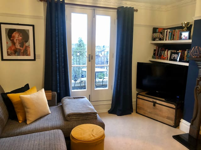 Superbly located one bedroom flat in Surbiton
