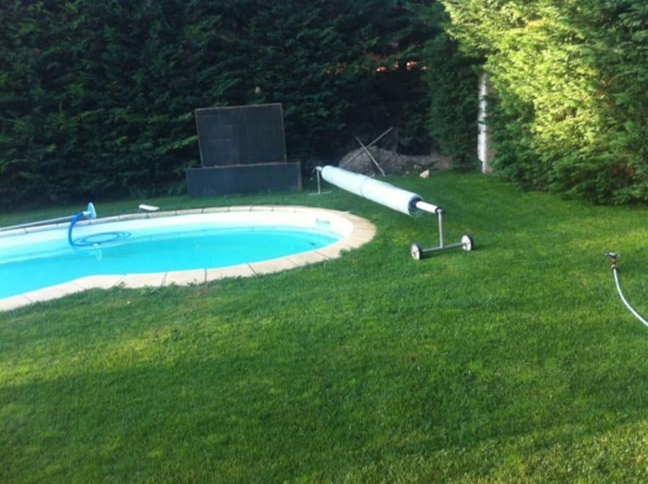 Piscine, jardin clos, avec tonnelle -