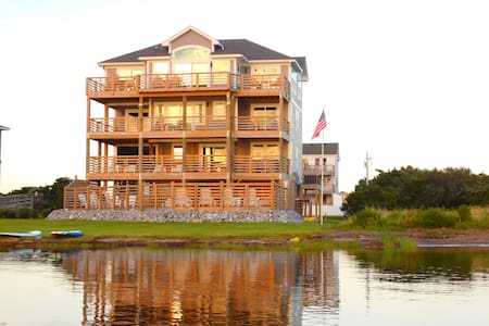 Waterfront Pamlico Sound Luxurious Resort Home - Waves