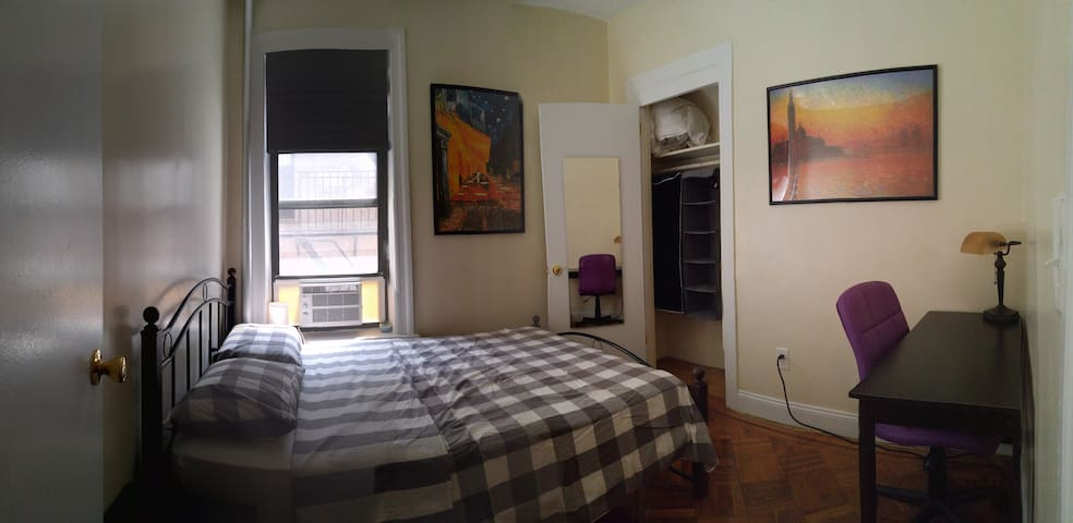 Sunny, quiet room next to Prospect Park