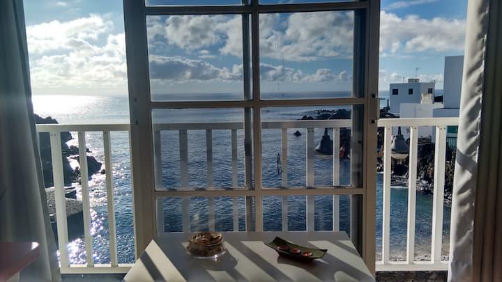 Coqueto apartamento junto al mar