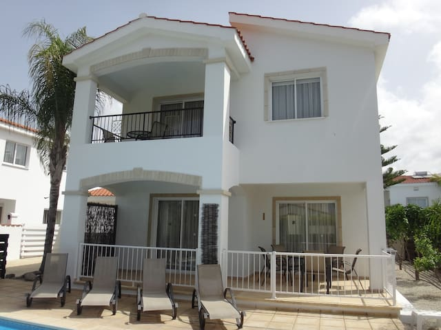 Villa Monarch Coralia beach