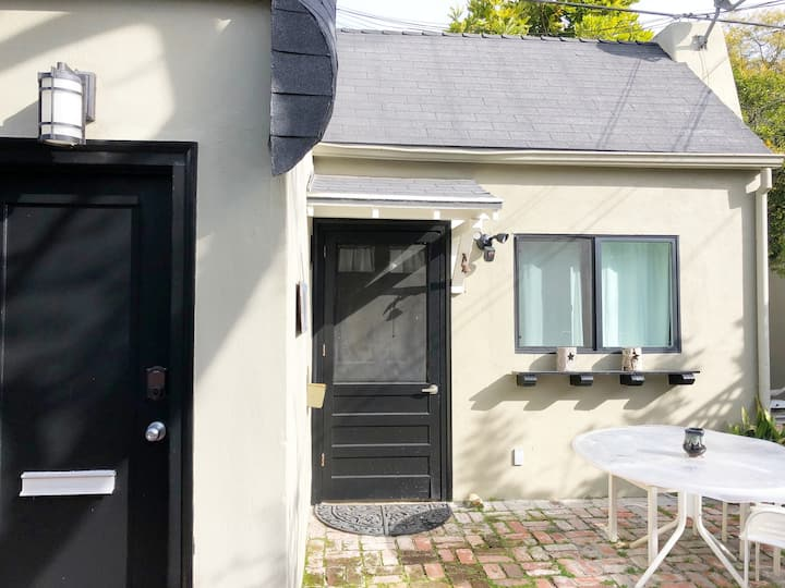 Centrally Located, Charming, Guesthouse