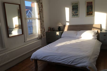 Large light double room in quiet house (+ bikes)