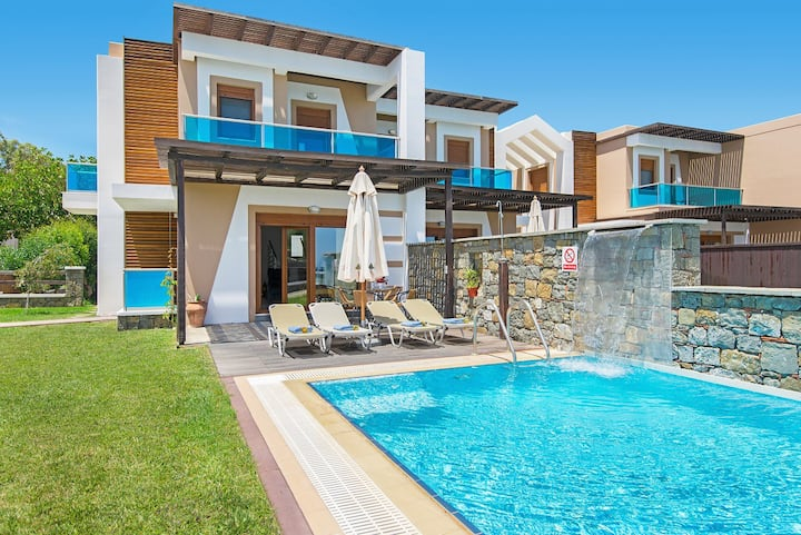 Horizon Line Villas - Villa Alia - Beachfront