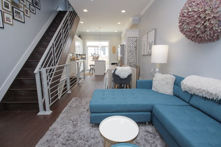 Stunning South Philly! Sleeps 12! Free St Parking!