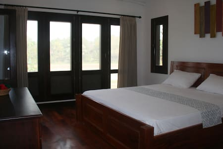 Cold River Homestay River View - Luang Prabang