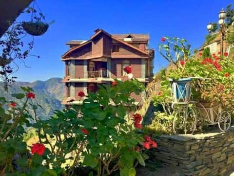 Magical Victorian Luxury by the Valley, Shimla 🌼
