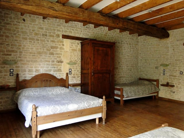 La Charmentaise Chambre Venise Verte - Andilly - Bed & Breakfast