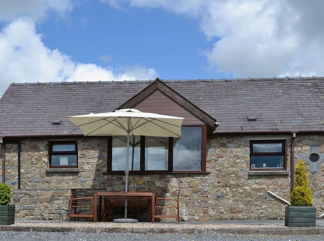 DAIRY COTTAGE - Coastal Wood Holidays - Near Tenby - Pendine - Huis