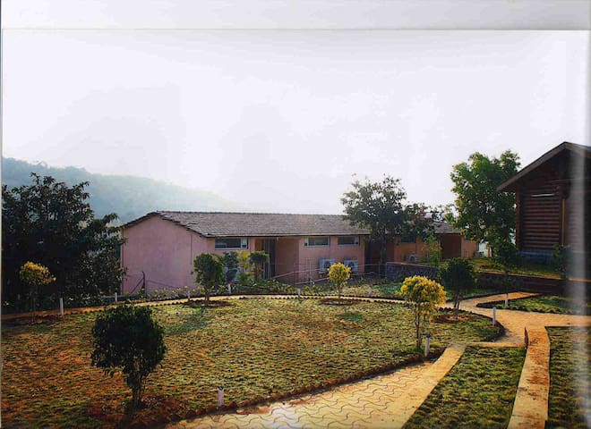 Cottage & Swimming Pool Lonavala