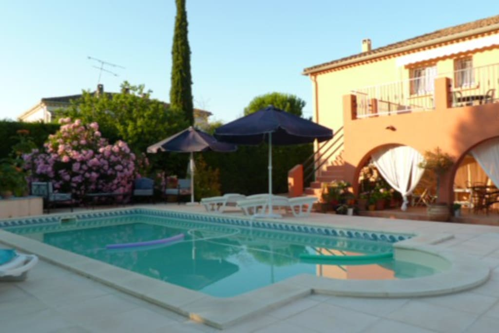 Maison jardin piscine houses for rent in vidauban for Piscine jardin 100m2
