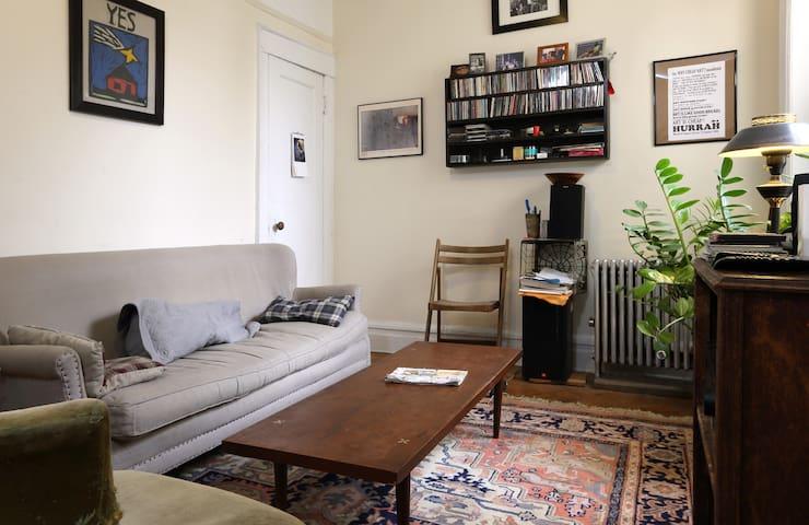 Cozy private room in 2 Bedroom, BK