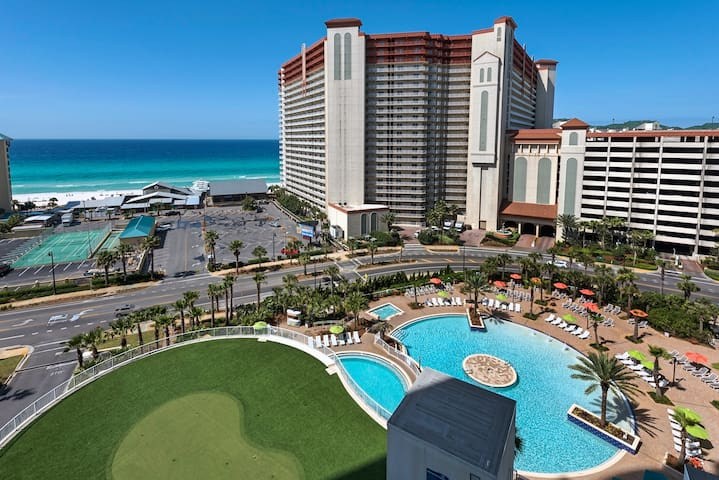 New 2BD/2BA Highrise Ocean View w/5 Pools, 2 Cars!