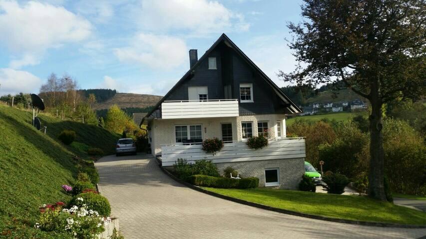 Schöne FeWo in Westfeld /Winterberg - Schmallenberg - House