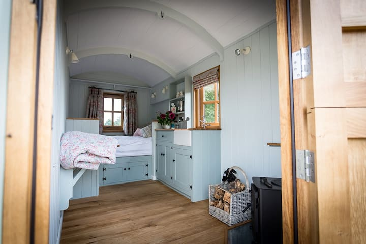 Shepherd's Hut - Bramley