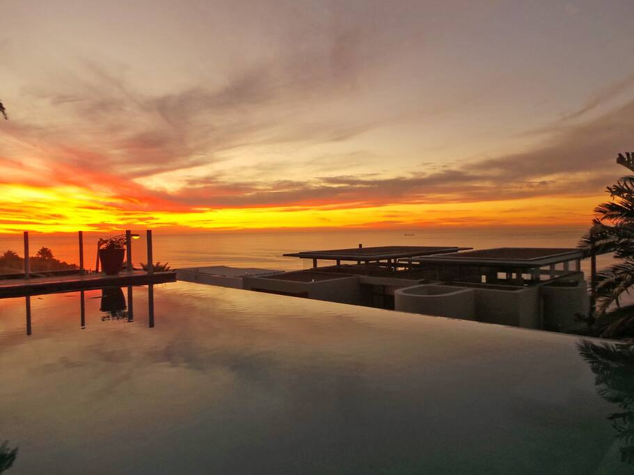 Sunset overlooking the rim flow pool