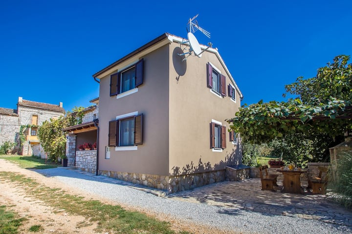 Renovated Casa Blechi close to the sea, in Tar