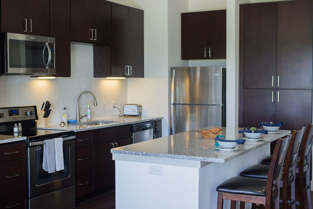 Kitchen - Granite Counters & Stainless Steel Appliances