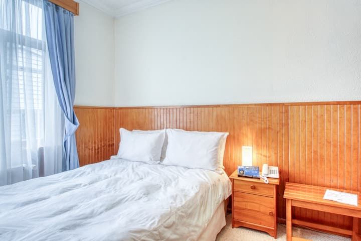 Alluring hotel room in downtown Punta Arenas w/free breakfast & flatscreen TV