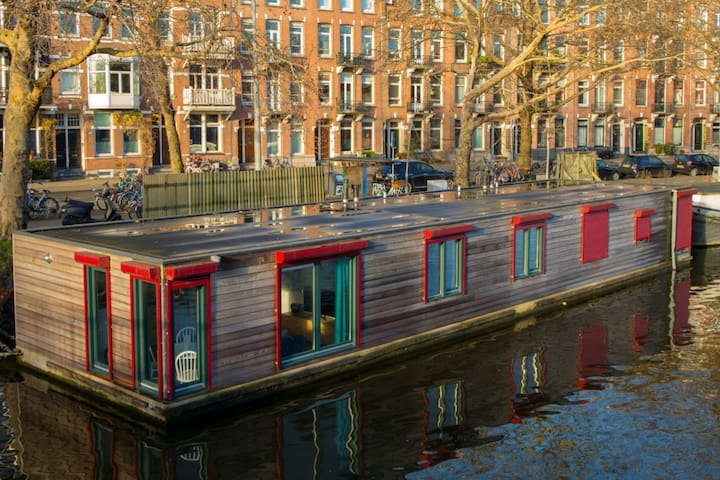 Great Houseboat in Amsterdam Centrum