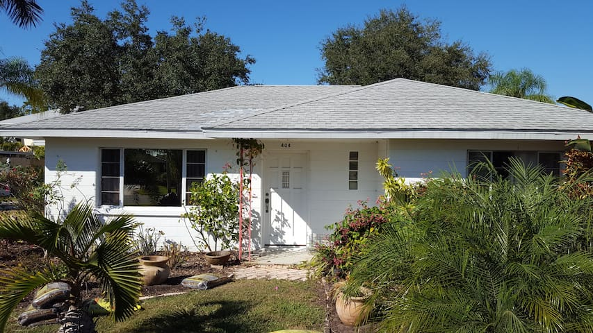 2 Bedroom home one mile from Nokomis Beach - Nokomis - Talo