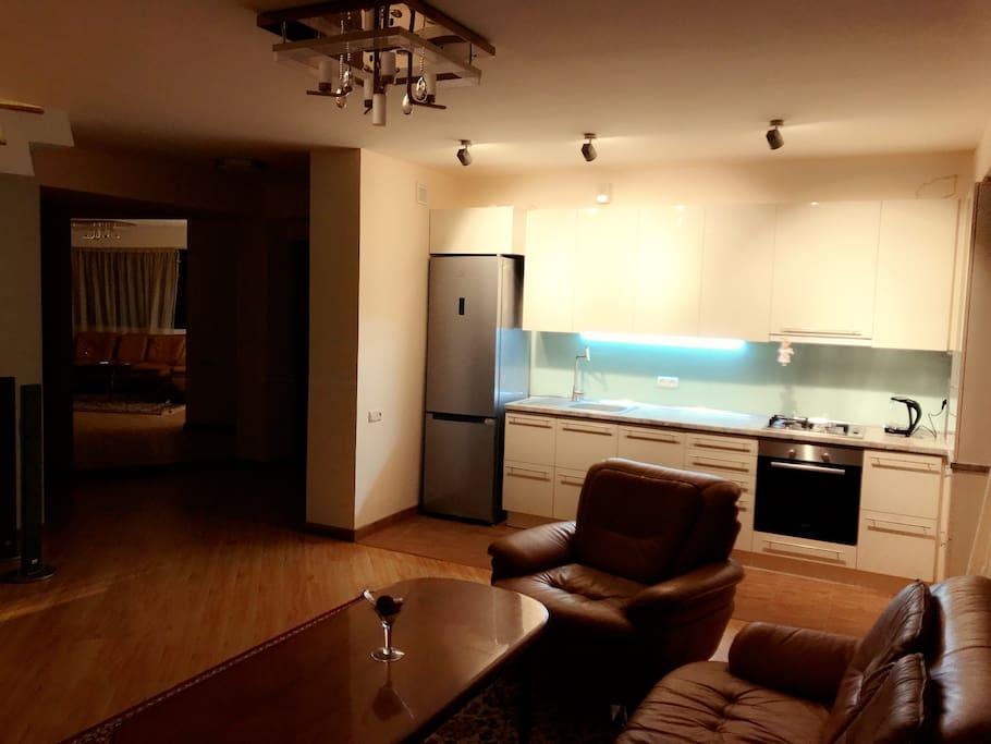 Кухня и гостиный уголок