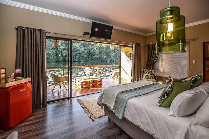 Bambuu Lakeside Lodge - Luxury Double Lake Room