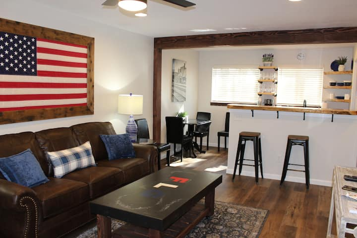 Newly Remodeled Birch Bungalow.