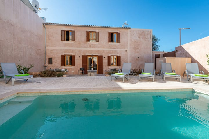 S'HERBORISTERIA - Impressive modern townhouse with private pool and backyard. Free WiFi