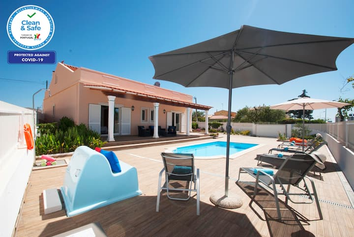OUSTANDING VILLA WITH HEATABLE POOL , BBQ & WIFI