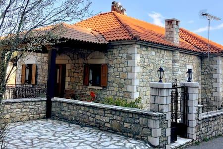 Πετρόκτιστη κατοικία στη Στεμνίτσα