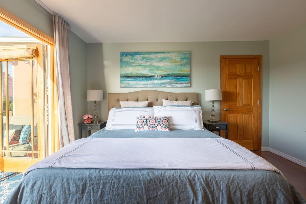 Memory foam king size mattress with luxury linens