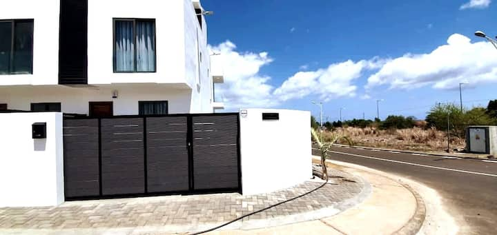 Luxury 3 bedroom Villa with Private Pool & Parking