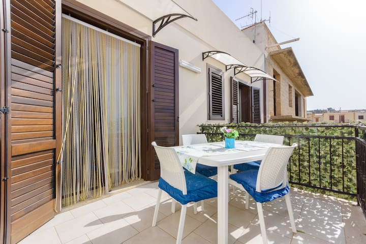*Confortable flat for 4 with Terrace and Sea view*