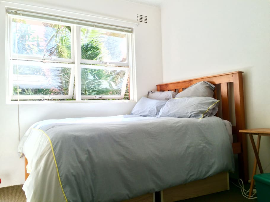Comfertable Cussion-Top Double Bed