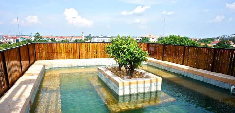 2BR APT w ROOFTOP & JACUZZI - Phnom Penh - Apartamento