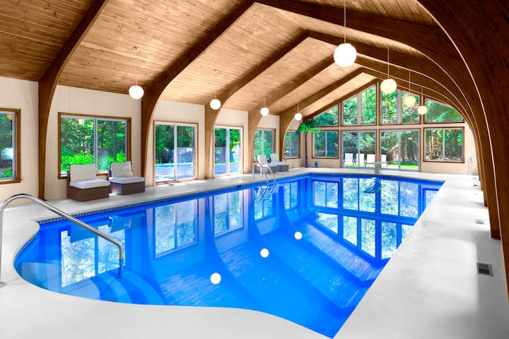 Luxury Estate with Heated Indoor Pool, sleeps 24