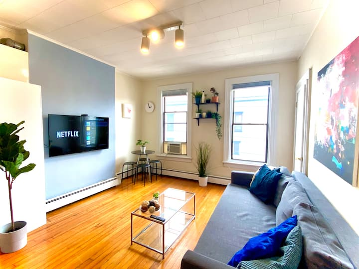 Sun-Drenched Family Modern 2BR, 1 stop 2 NYC!