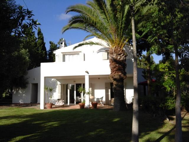 con piscina, a pie del golf y a 10 mn de la playa - Chiclana de la Frontera - Villa
