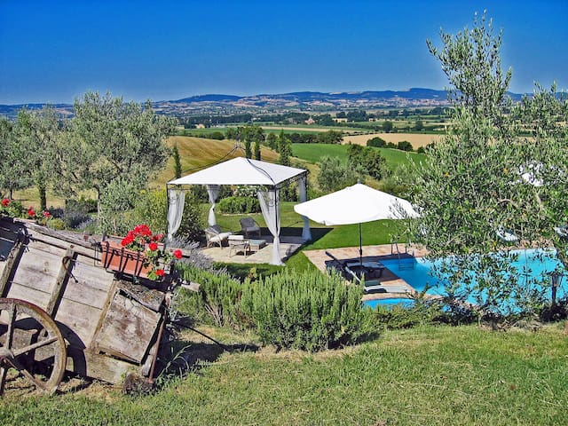 Private villa with pool close to Cortona - Cortona - Casa de campo