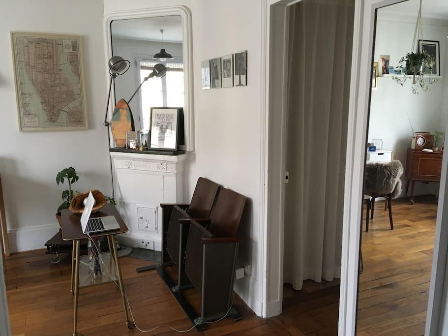 Chambre lumineuse appartement de charme 11 me flats for Chambre de charme paris
