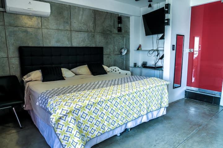 ⭐️⭐️⭐️⭐️⭐️⭐️Luxury Suite  Private Bedroom/bath