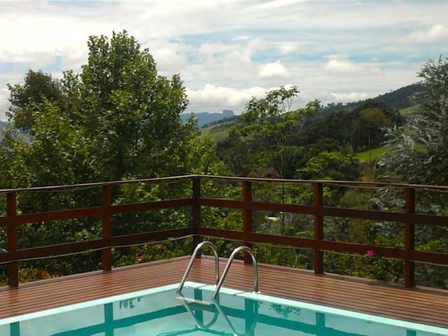 Casa com piscina e vista incrível - Gonçalves - Blockhütte