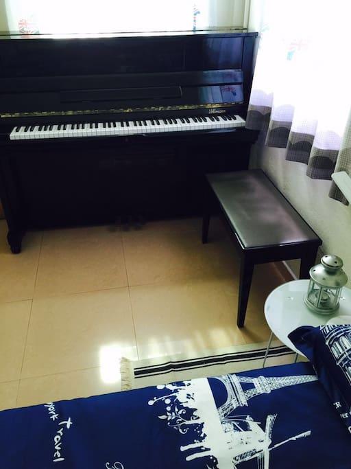 钢琴可以弹的哦