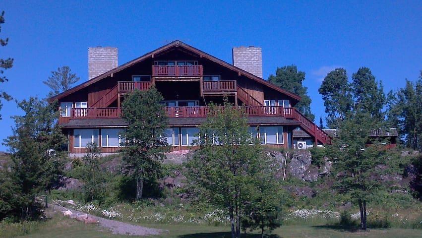 Creek Ridge Lodge on White Iron Lake, Room 1 - Ely - Bed & Breakfast
