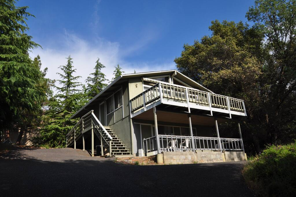The Lake House. Dog Friendly Pine Mountain Lake Vacation Rental, just 25 miles from the entrance of Yosemite, Hwy 120 corridor. Unit 3 Lot 251